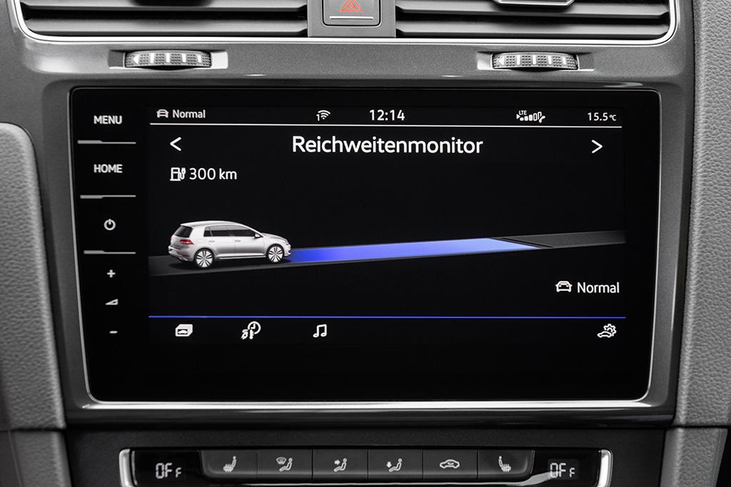 Mit dem Reichweiten-Monitor immer im Bilde. Allerdings kommt es darauf an, wo man fährt: für die Autobahn, sollte man etwa 100 Kilometer weniger Reichweite einplanen.