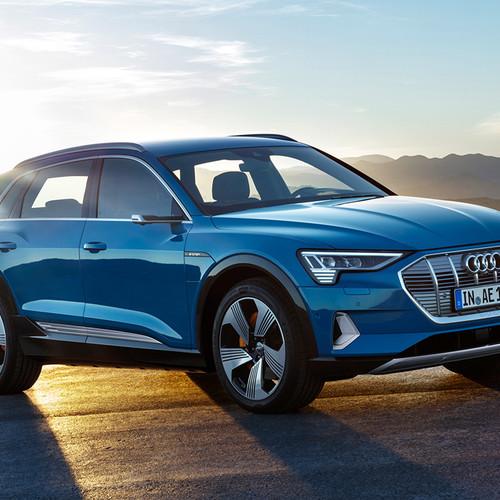 Audi e-tron, Elektro-SUV, Frontansicht, blau