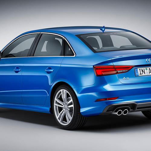 Audi A3 Limousine, Halbseitenansicht von hinten, stehend, blau