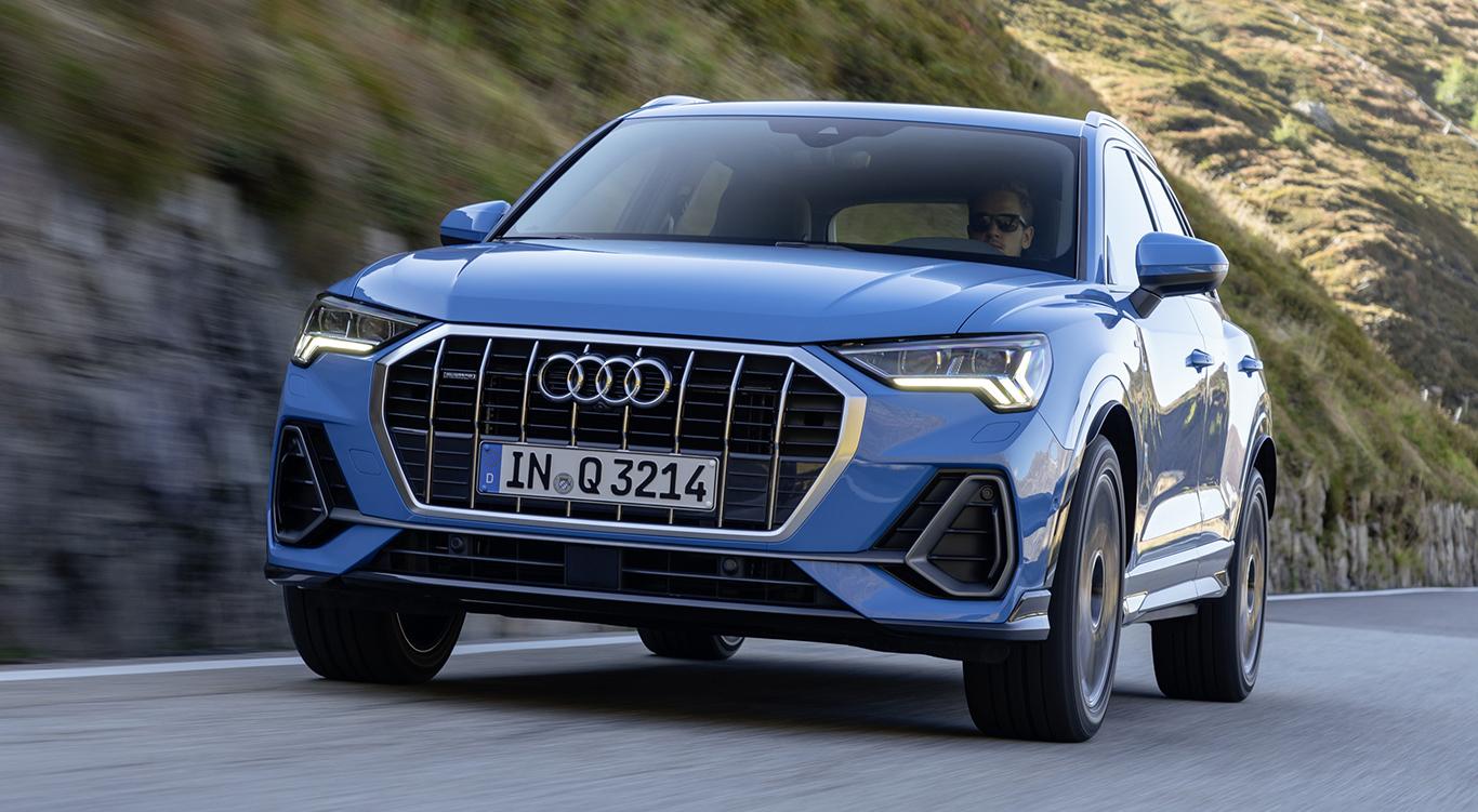 """Der Audi Q3 2019 als Modellvariante """"S line"""": Die auffälligen Einlassöffnungen besitzen matt-metallische Rahmen, die optisch mit einer Spange/Strebe verbunden sind."""