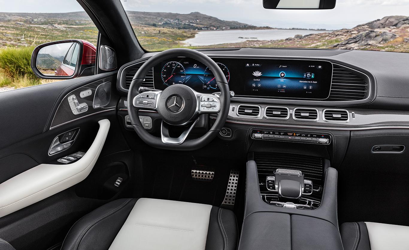 Im Cockpit zieht das neue Infotainment-System MBUX ein.