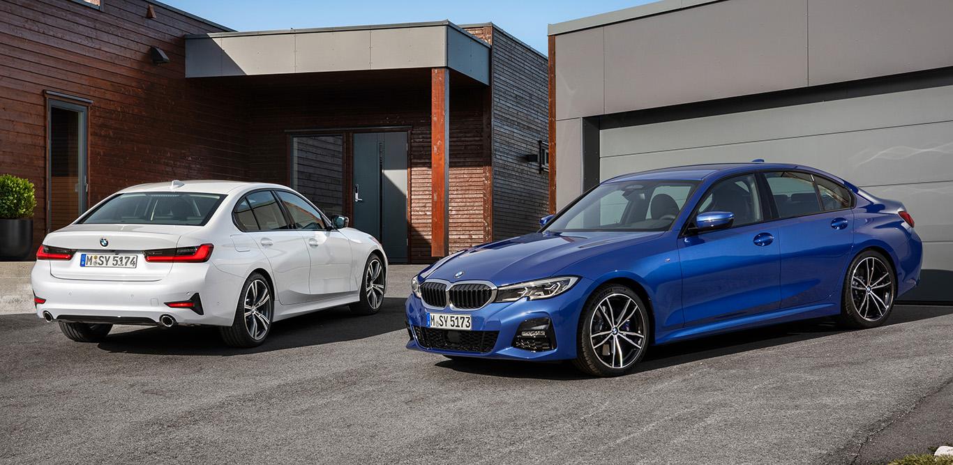 """Der BMW 3er in """"Portimao Blau Metallic"""" und """"Mineralweiß Metallic"""". Beide Lackierungen sind jeweils für 900 Euro zu haben. Der Preis entspricht dem Mittelfeld der Farbpalette."""