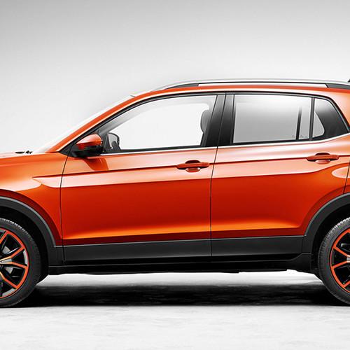 Ein oranger VW T-Cross in Seitenansicht.
