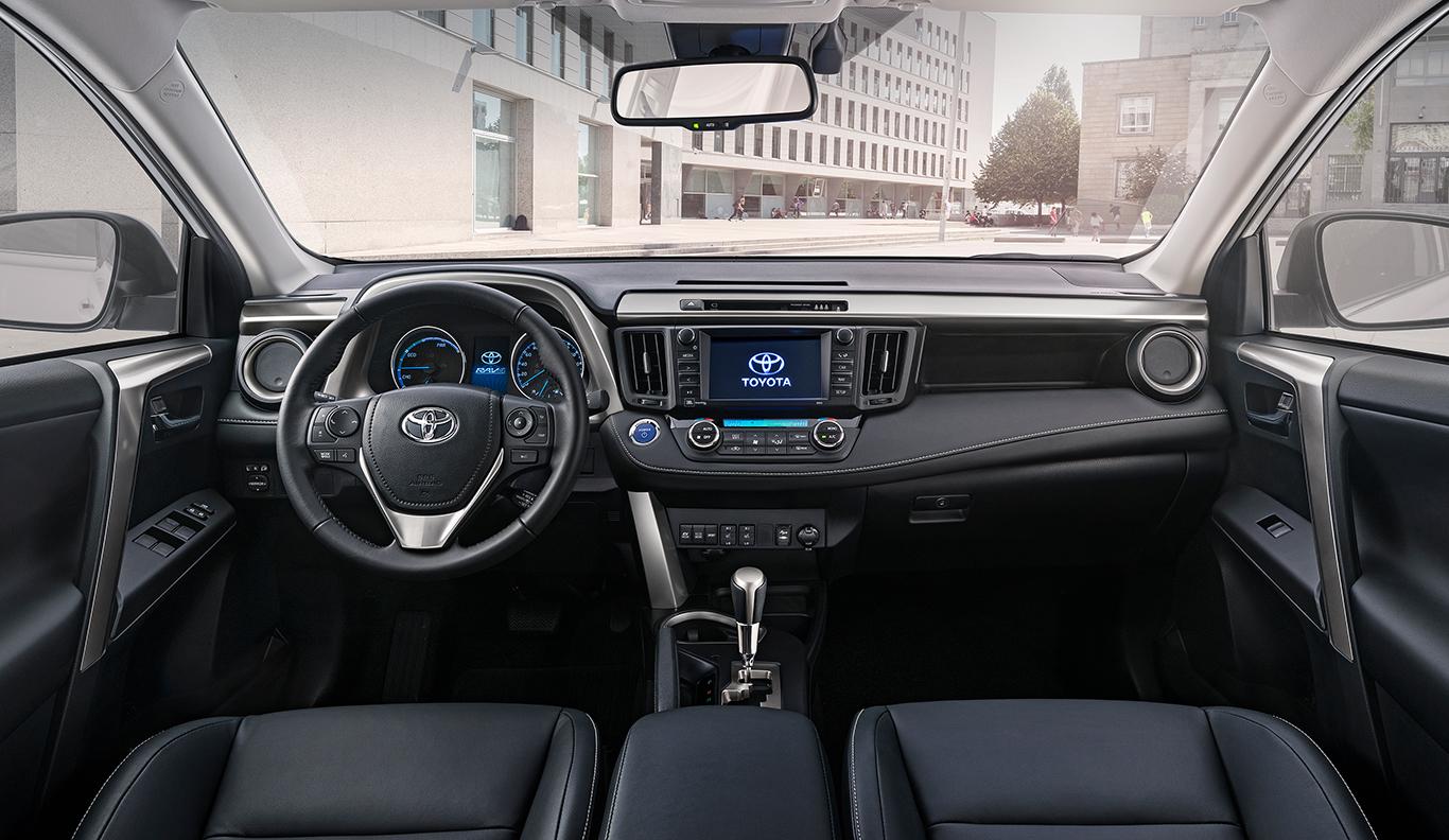 """Das Innere eines Toyota RAV4 """"Comfort""""."""
