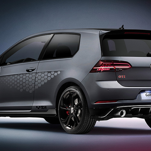 VW Golf 7 GTI TCR, Halbseitenansicht von hinten, stehend, dunkelgrau