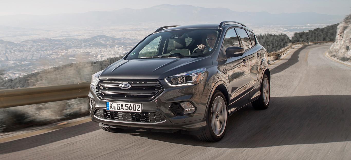 Ford Kuga, Halbseitenansicht von vorne, fahrend, grau