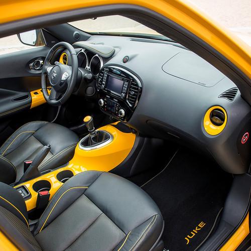 Innenraumansicht Nissan Juke, Amaturen und Steuer, Interieur-Paket San Diego Yellow