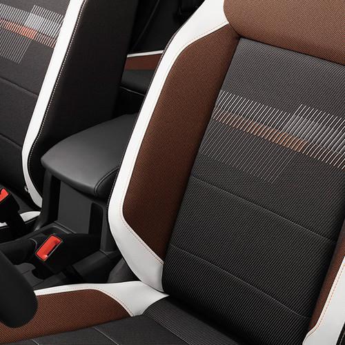 VW T-Cross, Nahaufnahme Sitzbezüge, rot