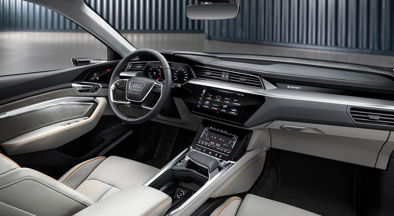 Eine Schlüsselrolle beim Fahrverhalten des Audi e-tron Quattro kommt der tiefen, zentralen Verbauung des Batterie-Systems zu.