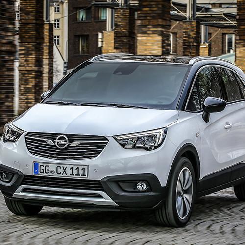 Opel Crossland X, Halbseitenansicht von vorn, stehend, weiß