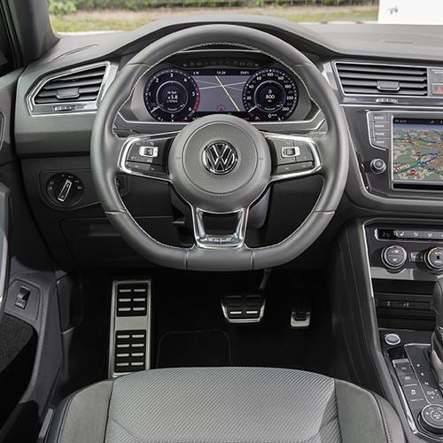 VW Tiguan R-Line, Cockpit, Lenkrad mit Armaturen