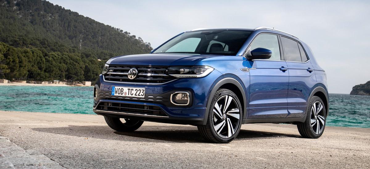 VW T-Cross, Halbseitenansicht von vorne, stehend, blau