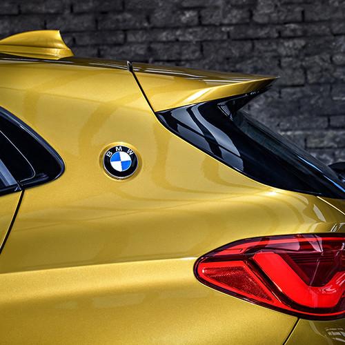 BMW X2, C-Säule mit BMW-Emblem