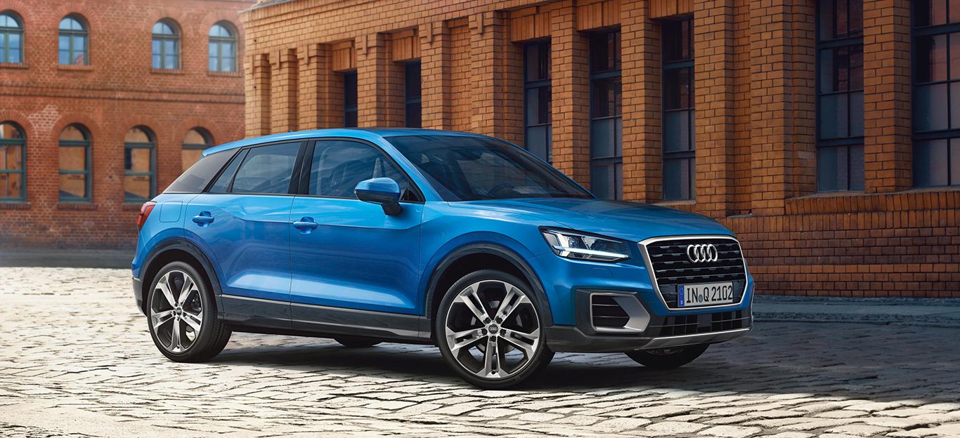 Audi Q2, Halbseitenansicht von vorn, stehend, blau