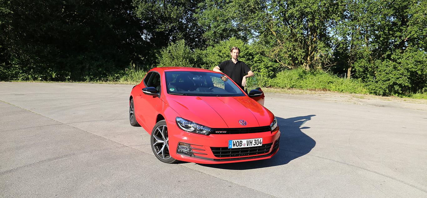 VW Scirocco, Halbseitenansicht von vorne, stehend mit Martin