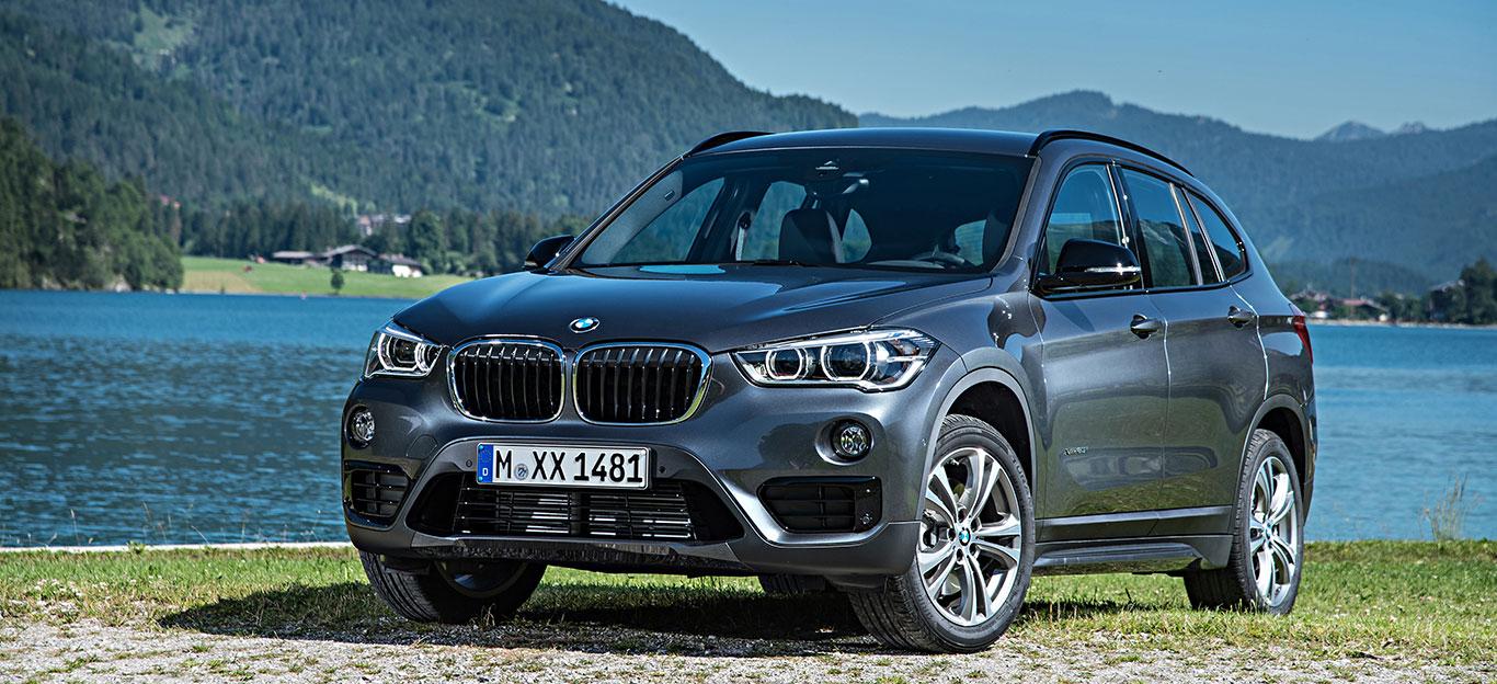 BMW X1, Halbseitenansicht von vorn, stehend, atlanticgrau