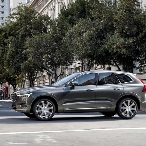 Volvo XC60, Seitenansicht, fahrend, grau