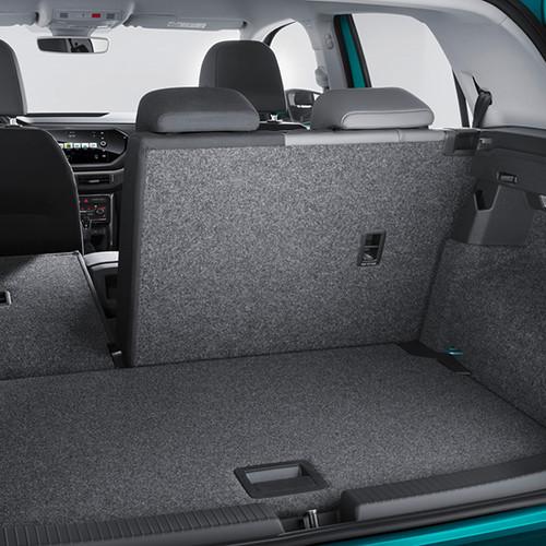 Der Kofferraum und die Rückbank eines VW T-Cross