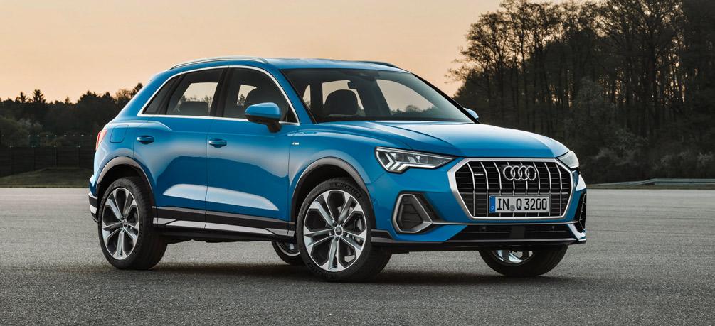 Audi Q3, Halbseitenansicht von vorn, stehend, blau