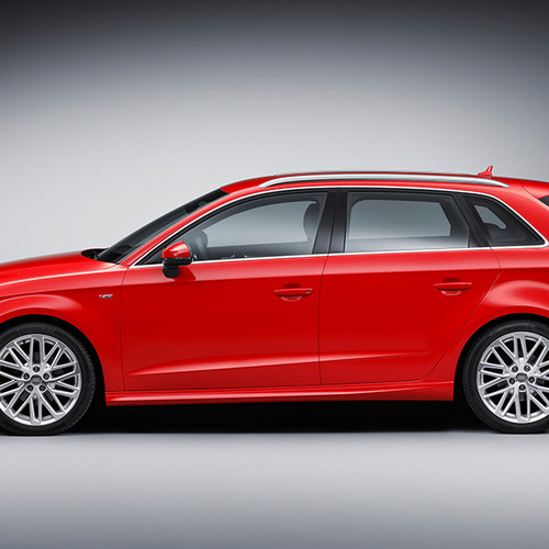 Audi A3 Sportback, Seitenansicht, stehend, rot