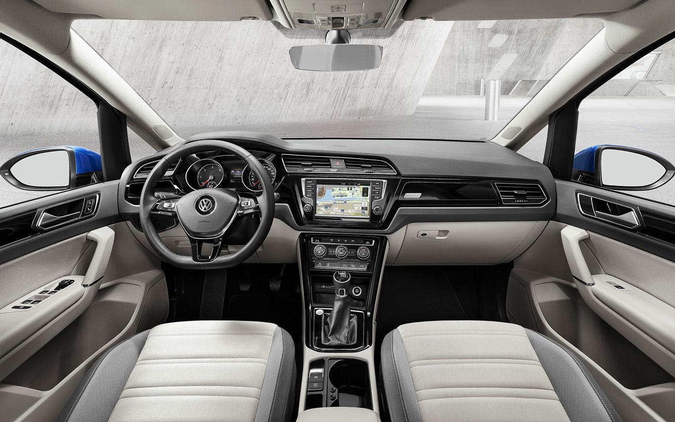 """Das Interieur """"Art Velours Storm Grey/Palladium dunkel"""" ist ausschließlich der """"Highline""""-Version des VW Touran vorbehalten, kommt dafür aber ohne Aufpreis."""
