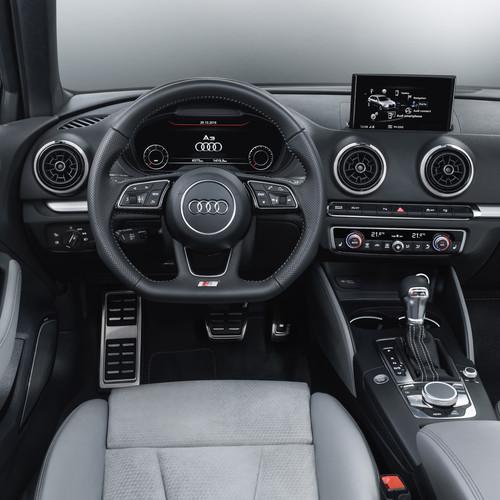 Inenraum eines Audi A3 Sportback, Baujahr 2004 (2 Generation).