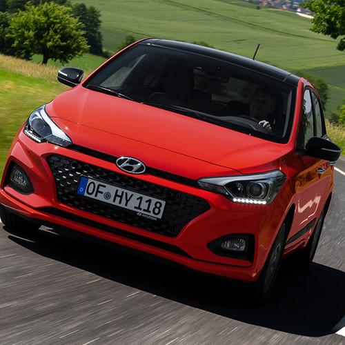 Hyundai i20, Facelift 2018, rot, Fahraufnahme, Frontansicht