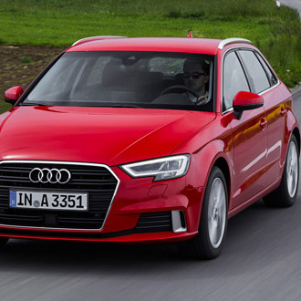 Roter Audi A3 Sportback.