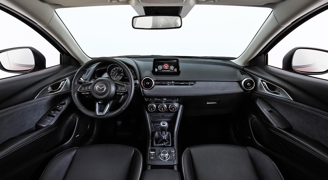 m Cockpit des neu aufgelegten Mazda CX-3 sucht man einen Handbremshebel vergeblich.