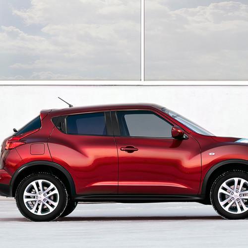 Seitenansicht des Nissan Juke, rot
