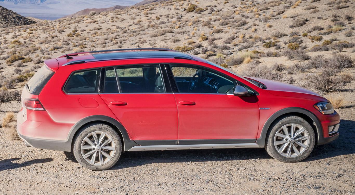 Spaß mit dem VW Golf im Gelände: der rustikale Alltrack rollt im Crossover-Look zum Kunden.