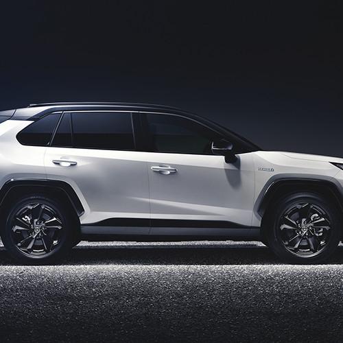 Toyota RAV4 2019, Seitenansicht, stehend, weiß