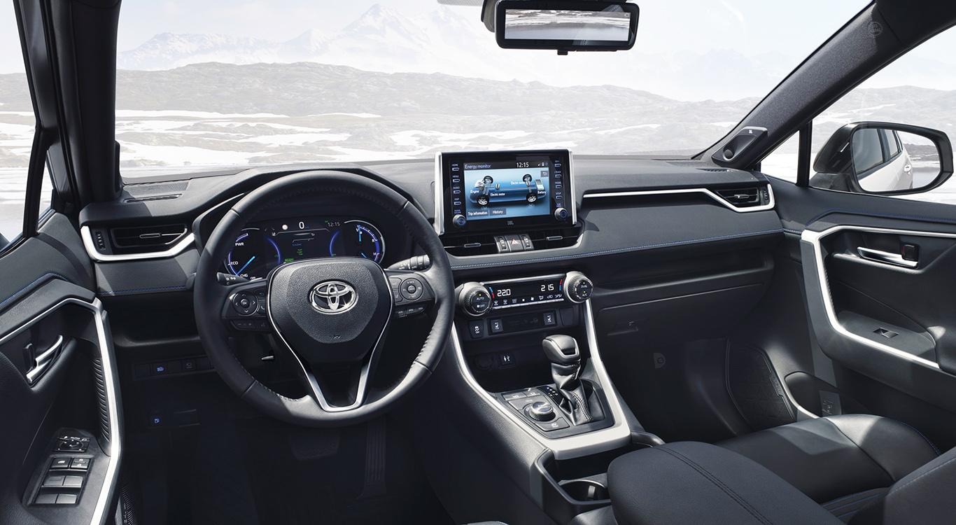 Der Toyota RAV4 (2019) bietet zahlreiche neue Features, auch hinsichtlich der Sicherheitssysteme. Der Toyota RAV4 (2019) bietet zahlreiche neue Features, auch hinsichtlich der Sicherheitssysteme.