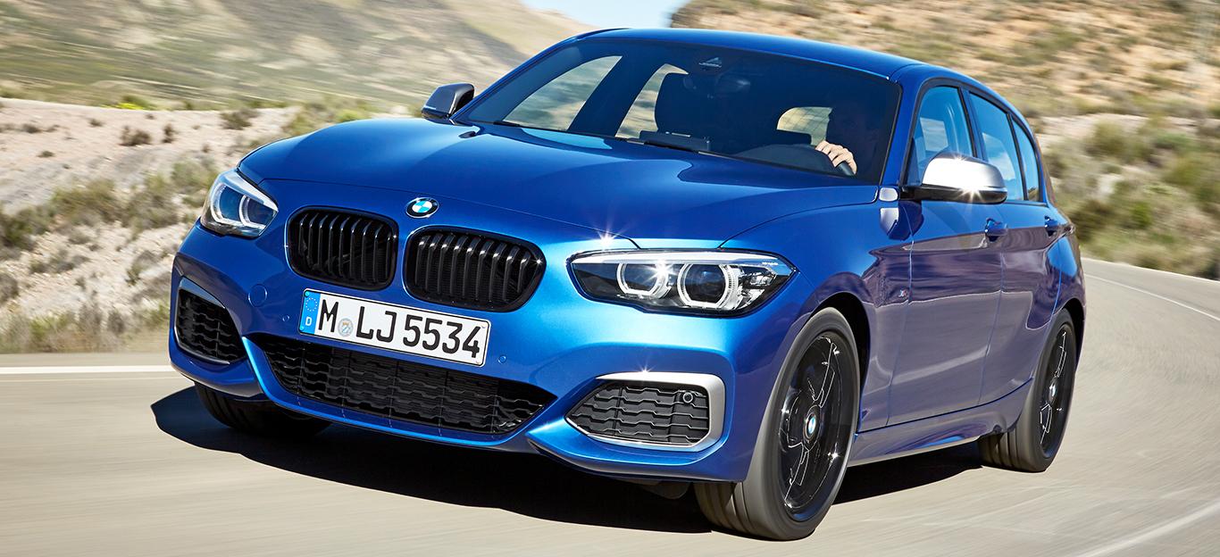 BMW 1er Reihe, Facelift 2017, blau, Fahraufnahme, Halbseitenansicht von vorne