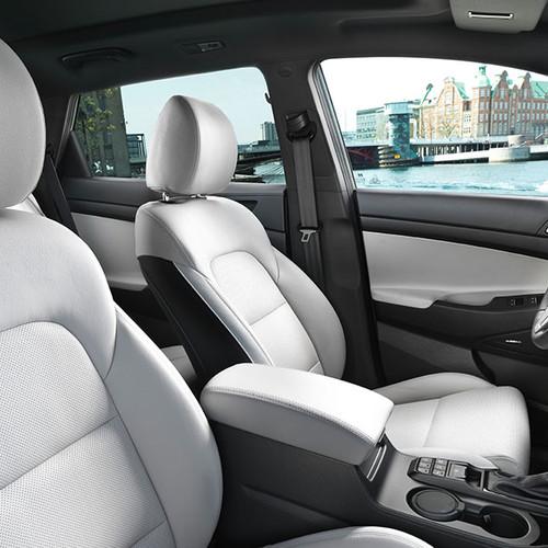 Hyundai Tucson Cockpit, Fahrer- und Beifahrersitz, seitlich