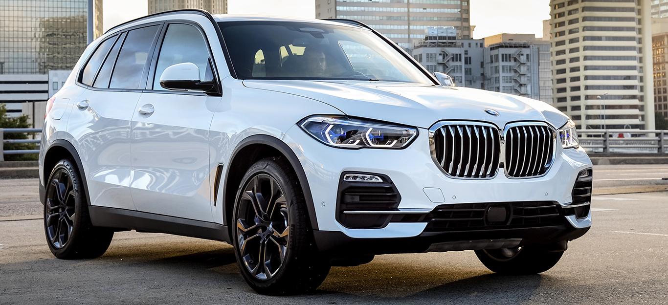BMW X5 2018, Halbseitenansicht von vorne, stehend, weiß