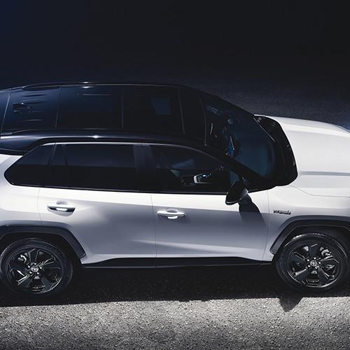 Toyota RAV4 2019, Seitenansicht von oben, stehend, weiß