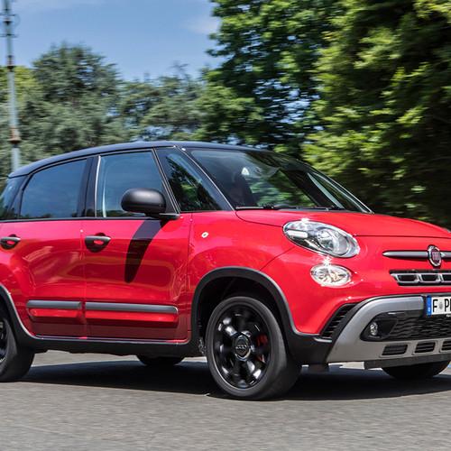 Fiat 500 L Cross Seitenansicht rot