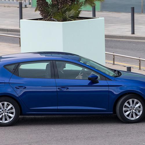 Seat Leon, Seitenansicht, fahrend, blau