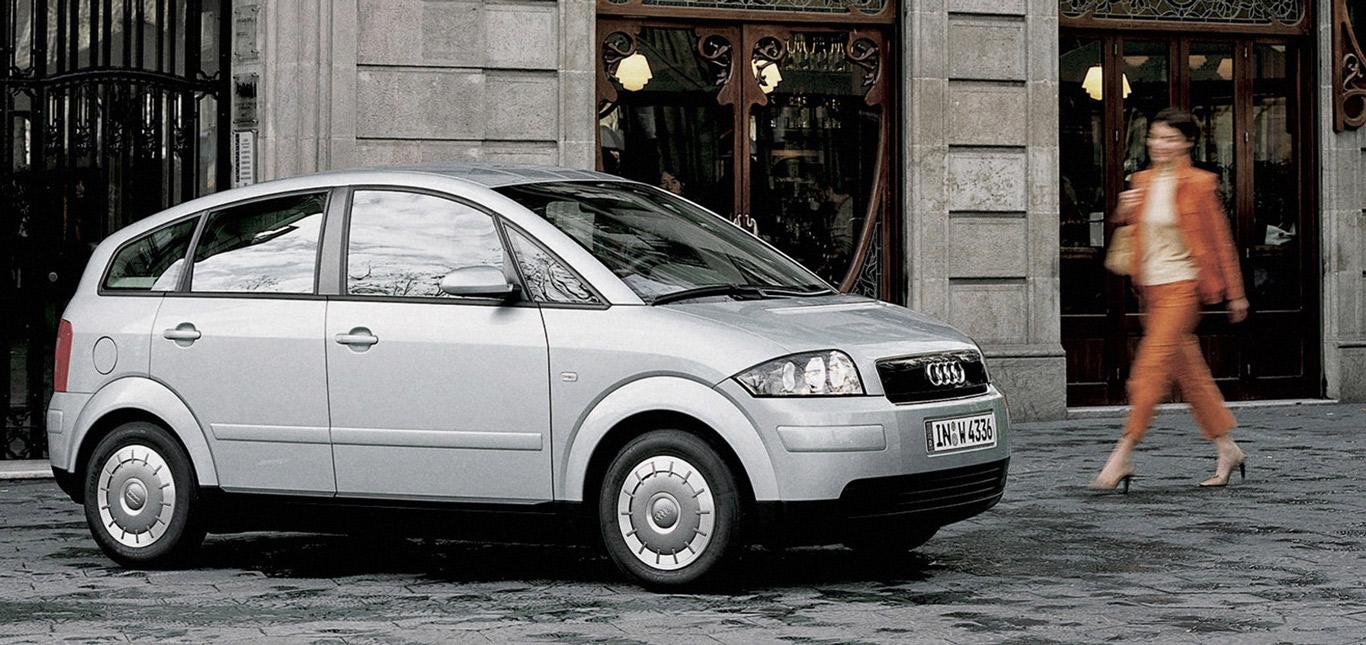Ein silberner Audi A2.