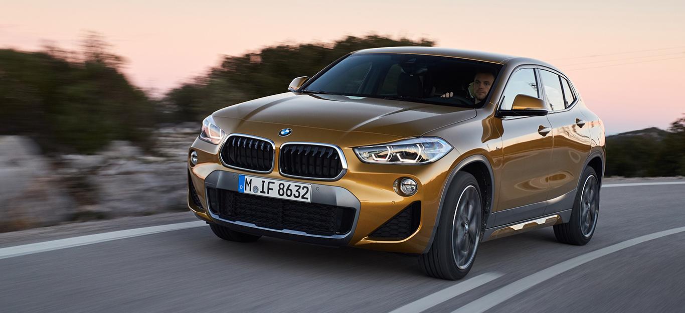 """Unser BMW X2 xDrive20d in der Ausstattungsvariante """"M Sport X"""" - mit 190 PS, 8-Gang-Automatik, Allrad und in """"Galvanic Gold"""". Dazu noch bestückt mit einer Extra-Portion an Komfort- und Technik-Features."""