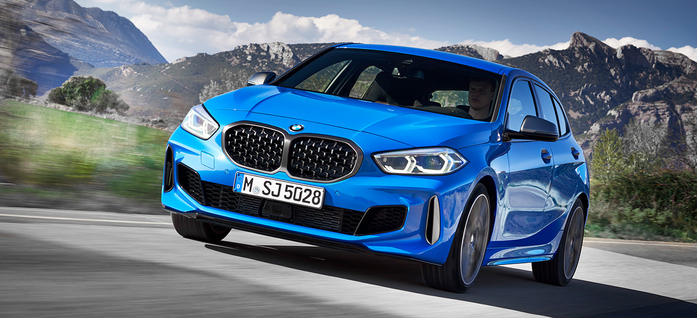 BMW 1er 2019, M135i, Frontansicht, blau, fahrend