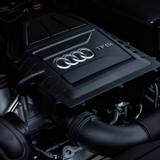Der Motorraum eines Audi A3 Sportback.