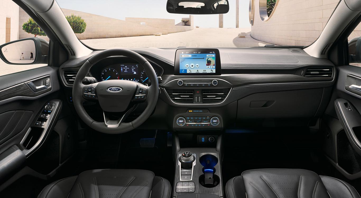 Obwohl innovative Assistenzsysteme Einzug erhielten: Das Cockpit des Ford Focus 4 ist weniger überladen als das des Vorgängers.