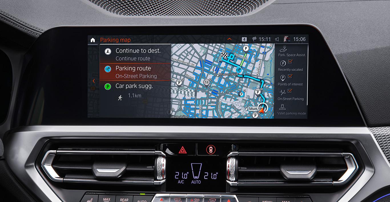 On-Street Parking: Die futuristische Funktion zur Parkplatz-Prognose erfordert das BMW Live Cockpit Plus.