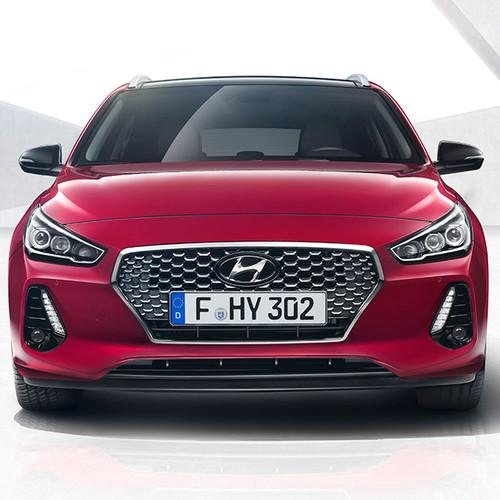 Hyundai i30 Kombi, Frontansicht, stehend, rot