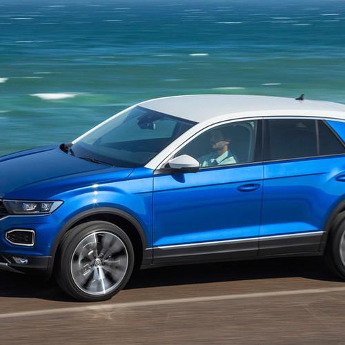 VW T-Roc, Seitenansicht, fahrend, blau