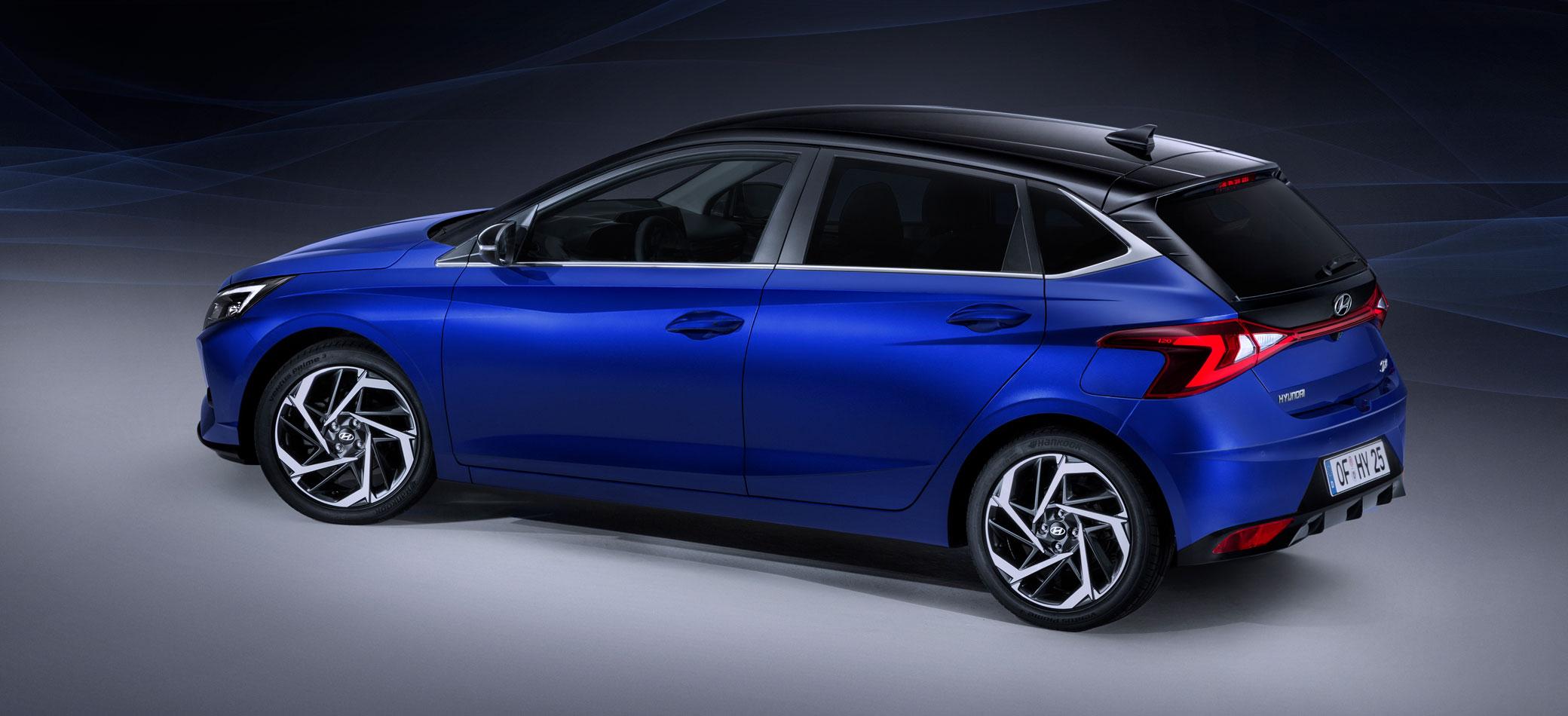 Hyundai i20 2020, Halbseitenansicht von hinten, stehend, blau