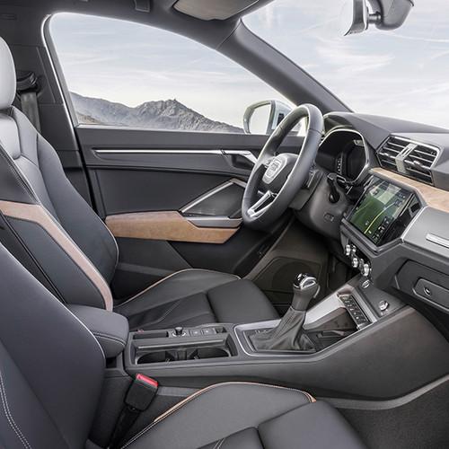Audi Q3 2019, Seitenansicht, Cockpit