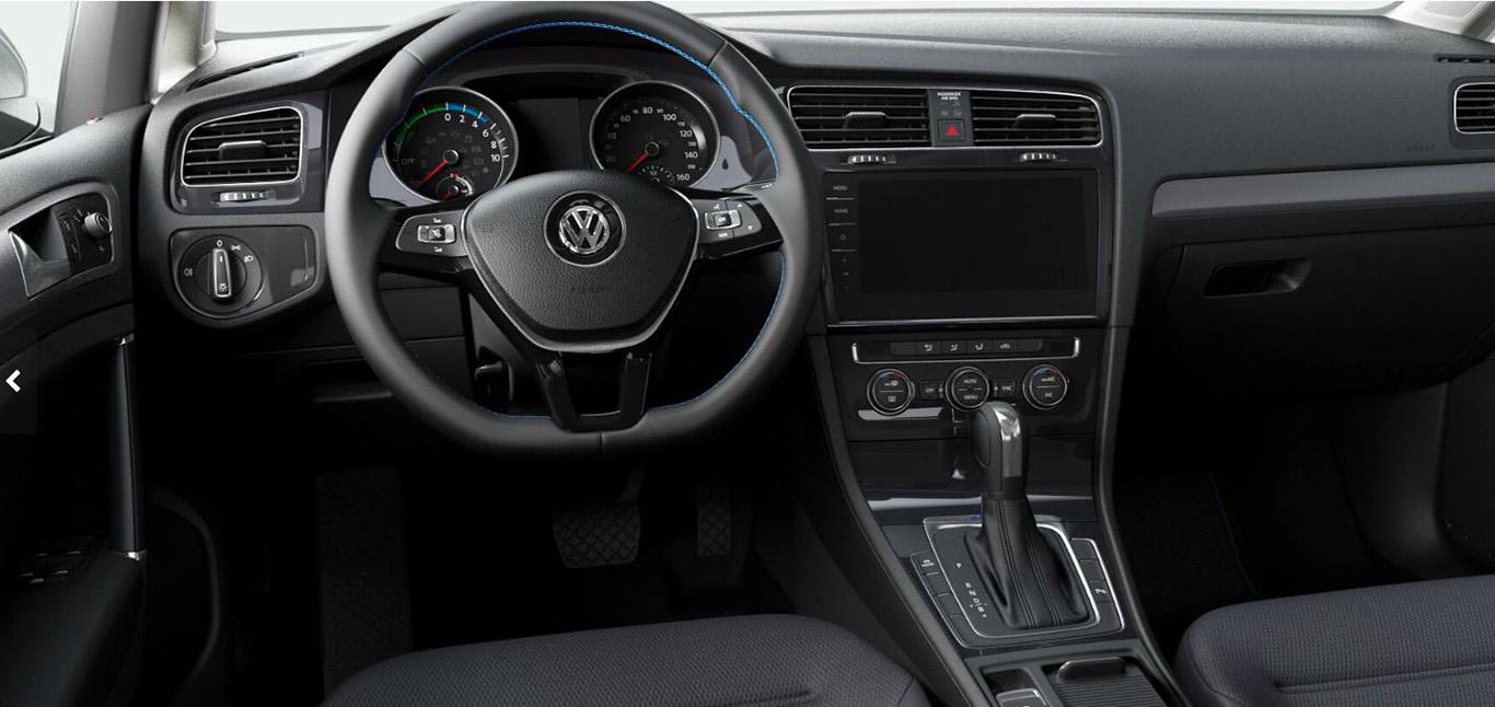 Hier fehlt nicht mehr viel zur endgültigen Vollbestückung. Der VW e-Golf kommt bereits als Basismodell mit tollen Standards – 2-Zonen-Klimaautomatik inklusive.